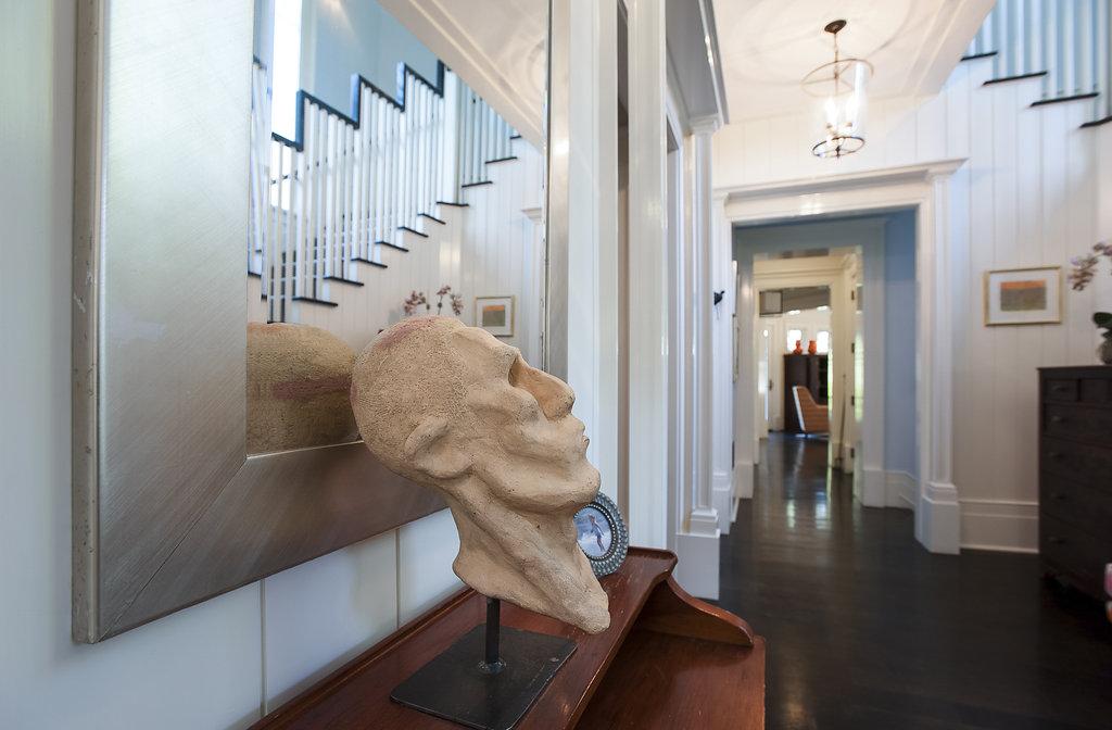 04. Foyer – Statue