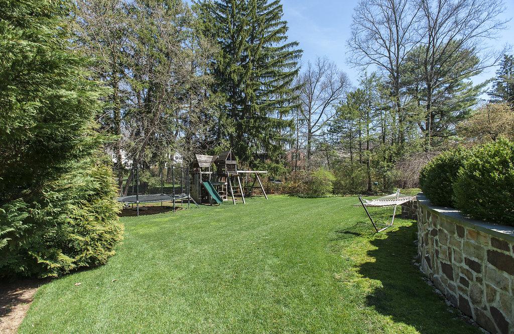 44a. Yard – Swingset