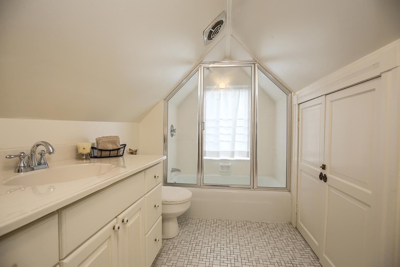 32. third-level-bath