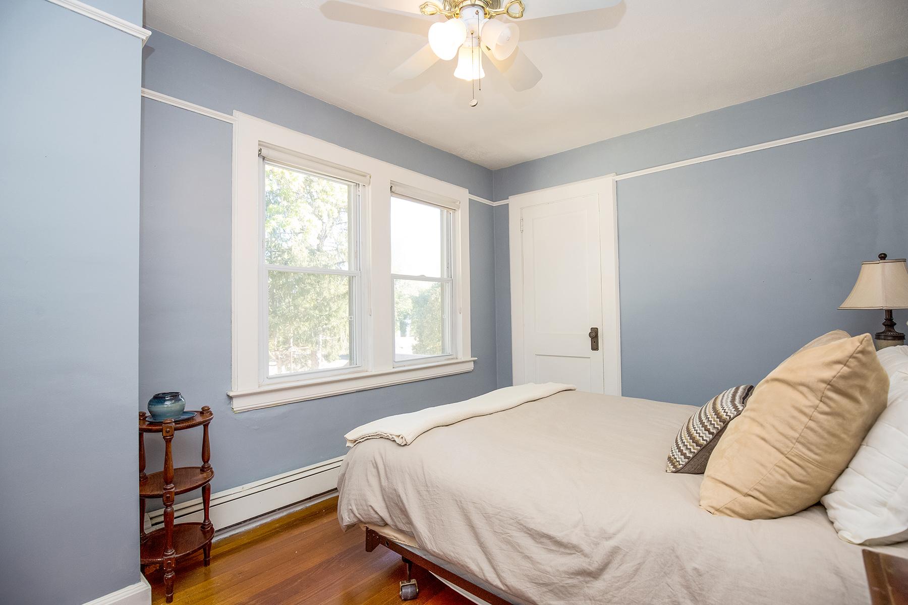10-bedroom2