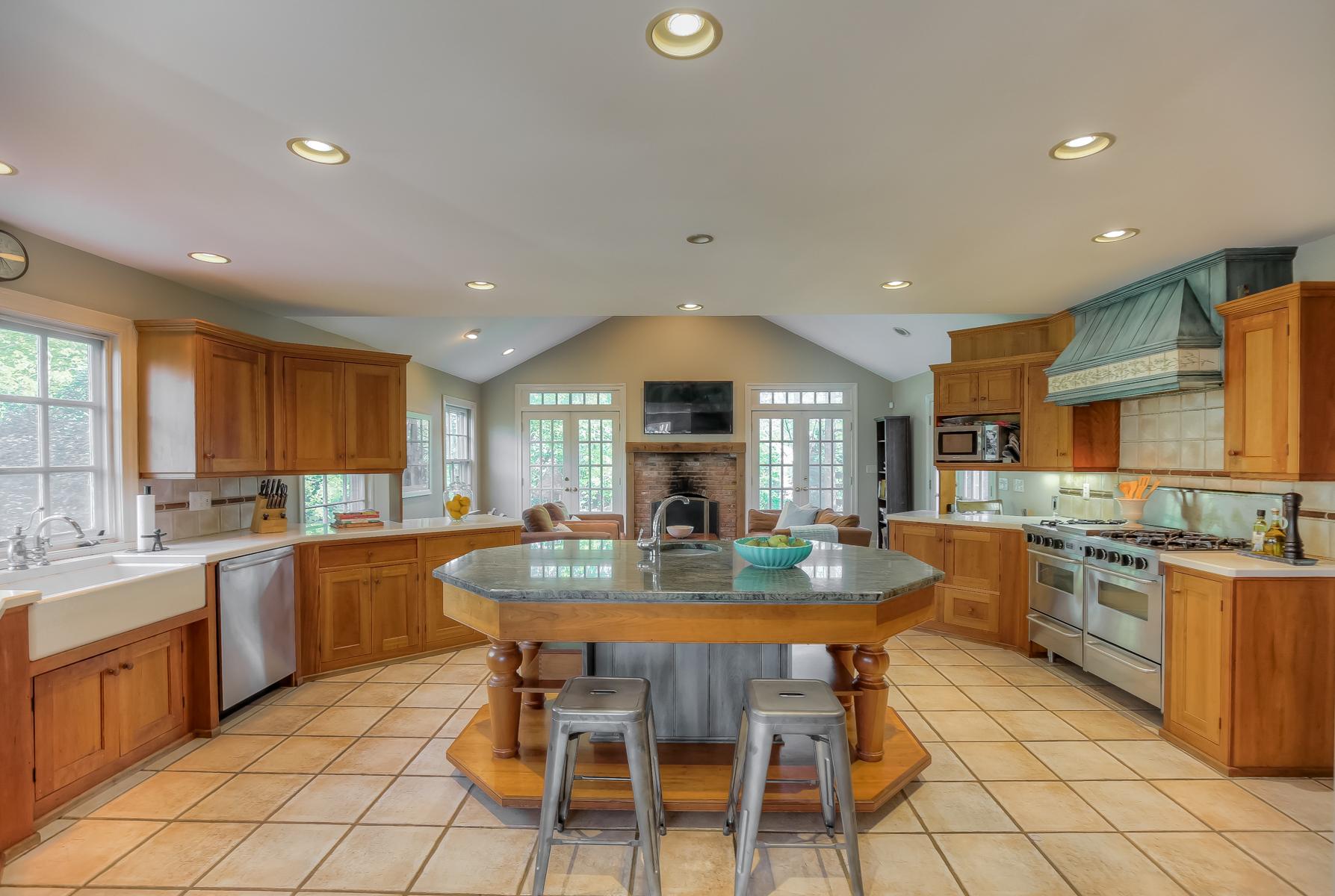 07b. Kitchen -IMG_6607_8_9