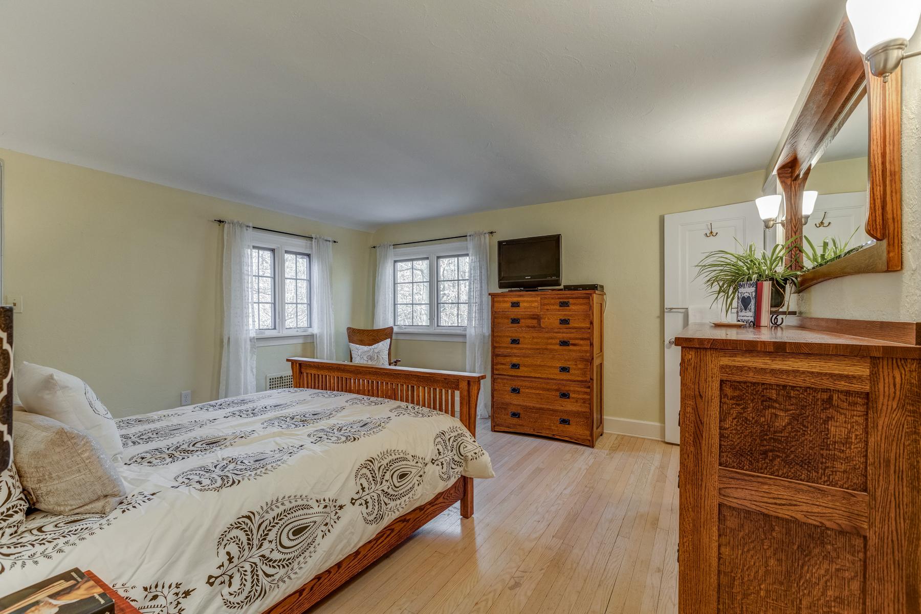 10. Master Bedroom ll_53A1818_19_20
