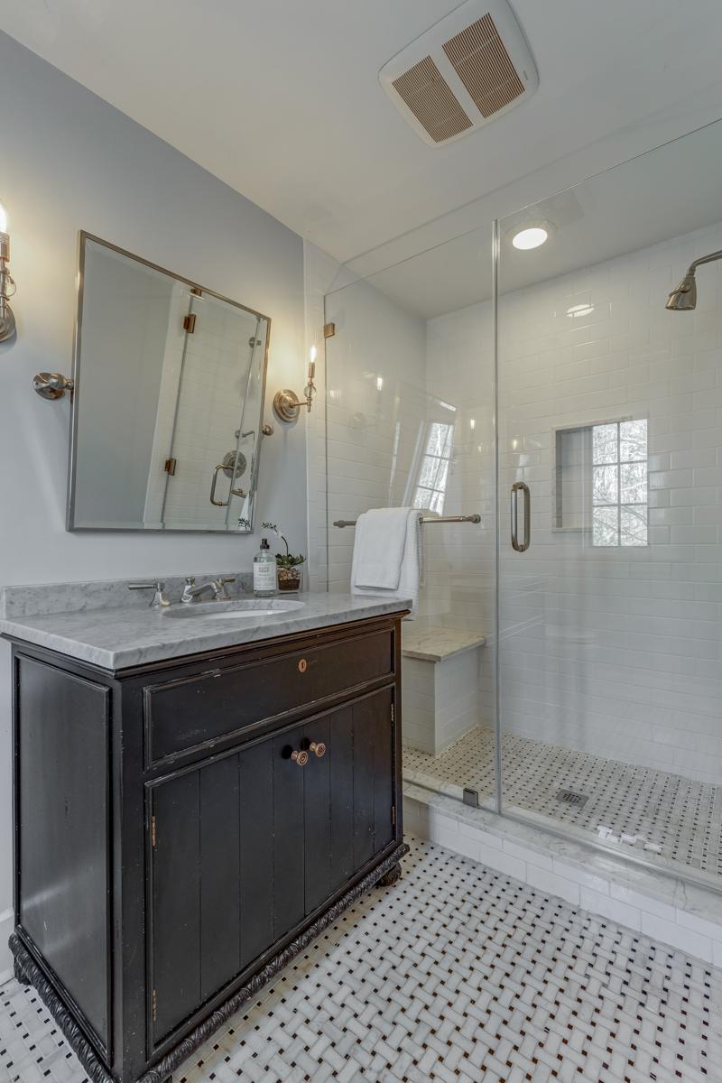 11. Master Bathroom_53A1833_4_5