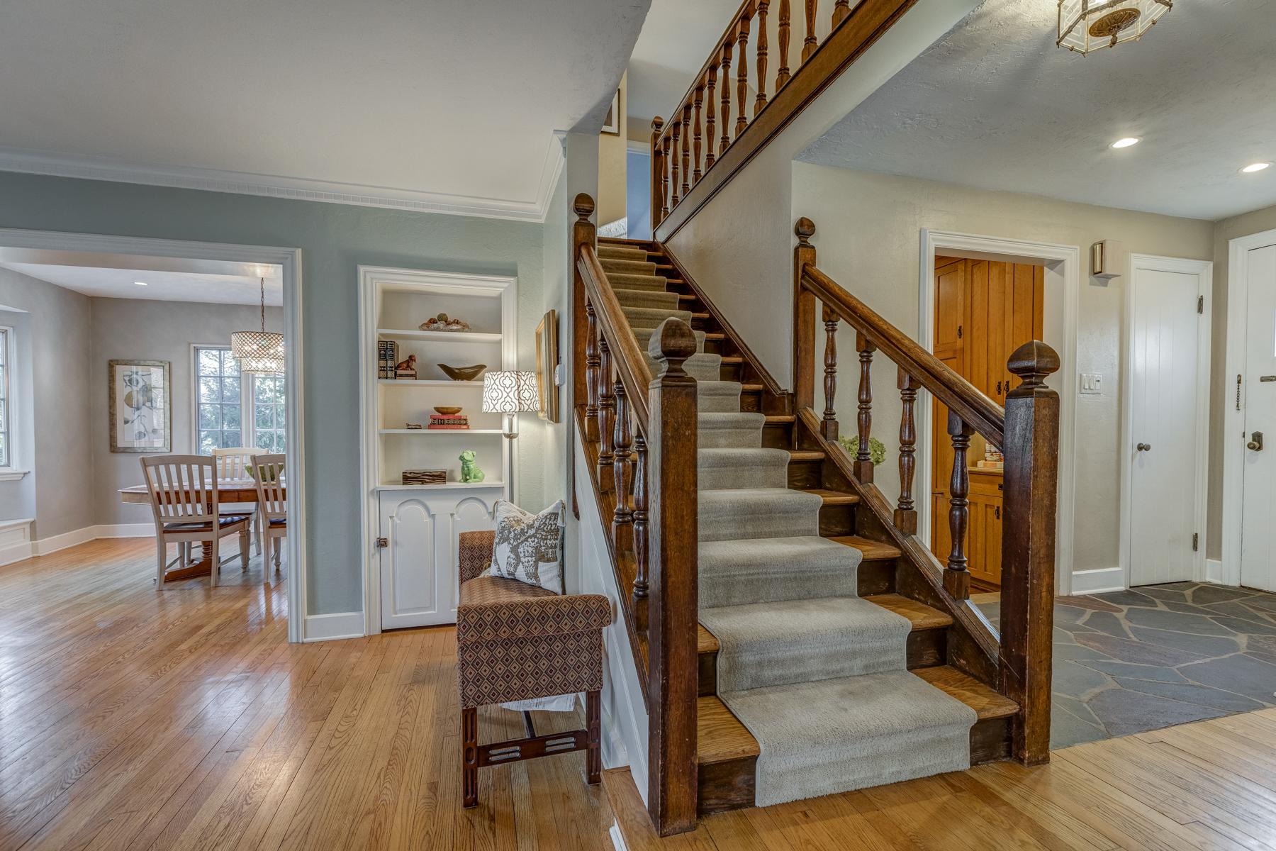 3. Gracious Staircase_53A1713_4_5