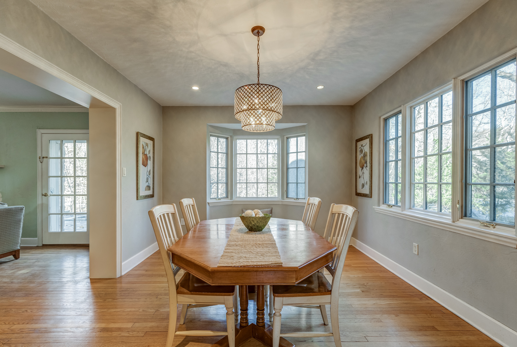 4. Dining Room with Bay Window_53A1743_4_5