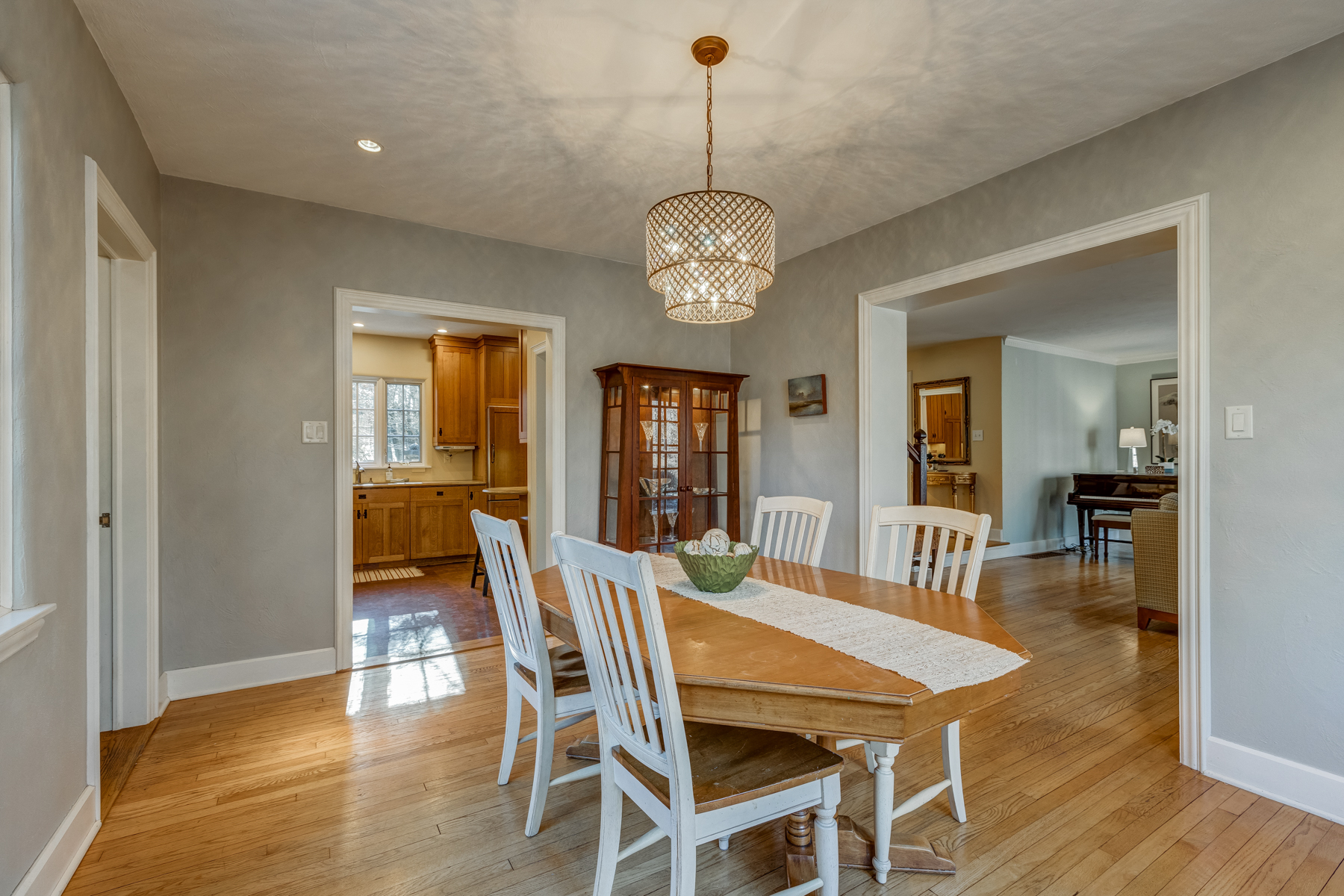 5. Dining Room to Kitchen_53A1740_1_2