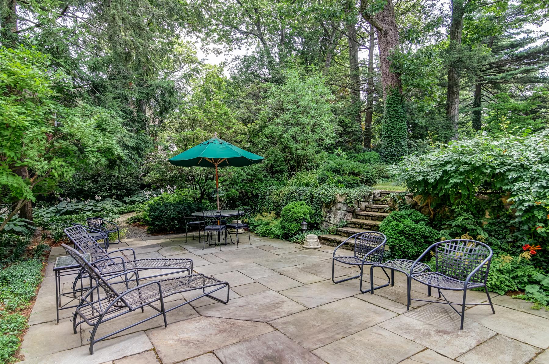 24b. NEW – lower patio to garden – IMG_0482_3_4