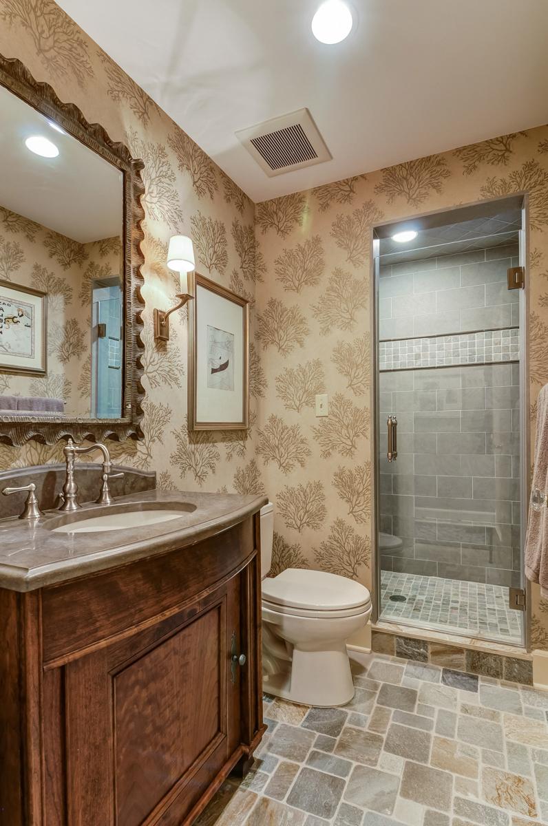08b. 1st Floor Full Bath – 100WoodfieldDr-ElizabethWinterbottom-67_8_9