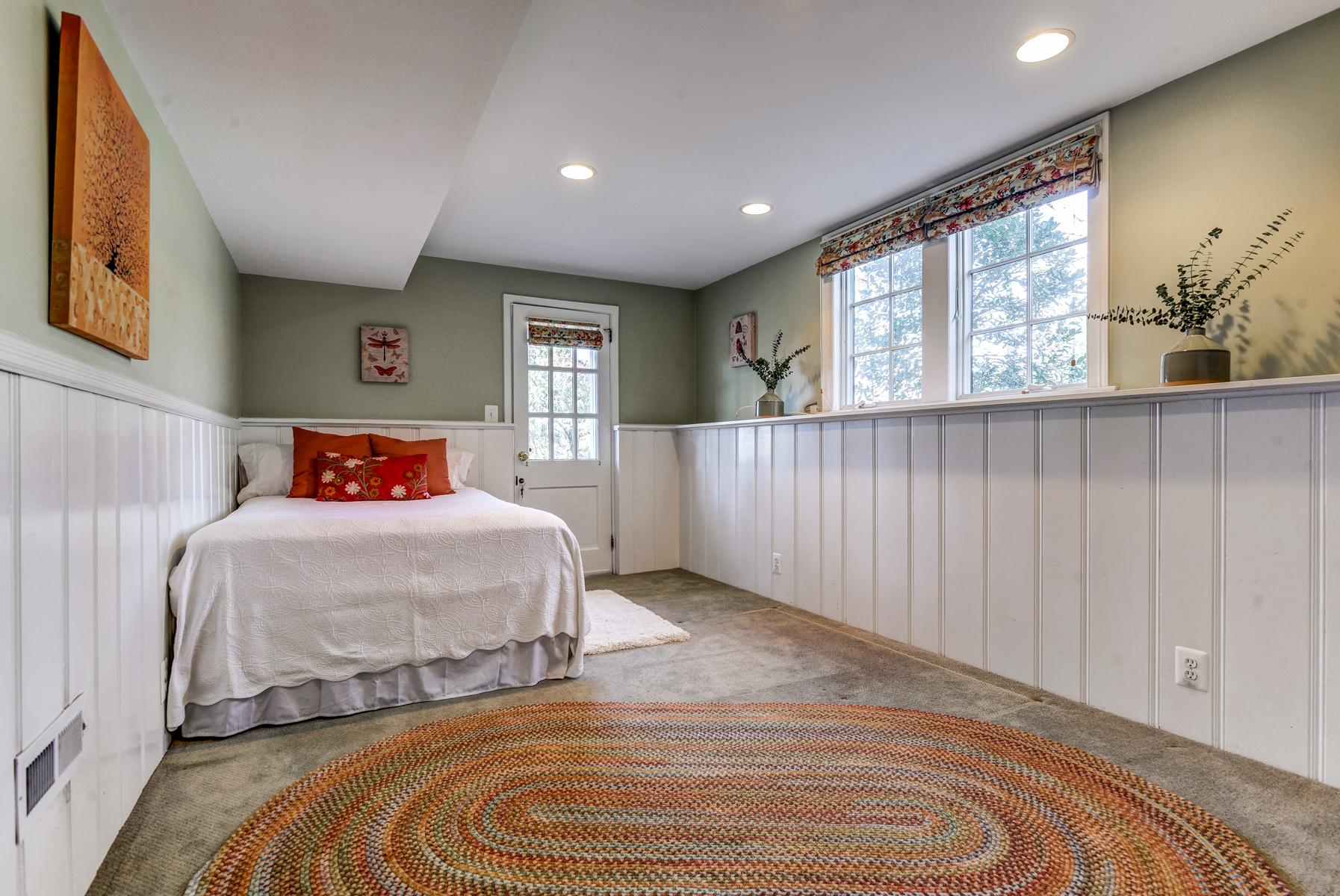 20. Bedroom Five, Guest Suite_DSC9806_07_08_09_10_11_12