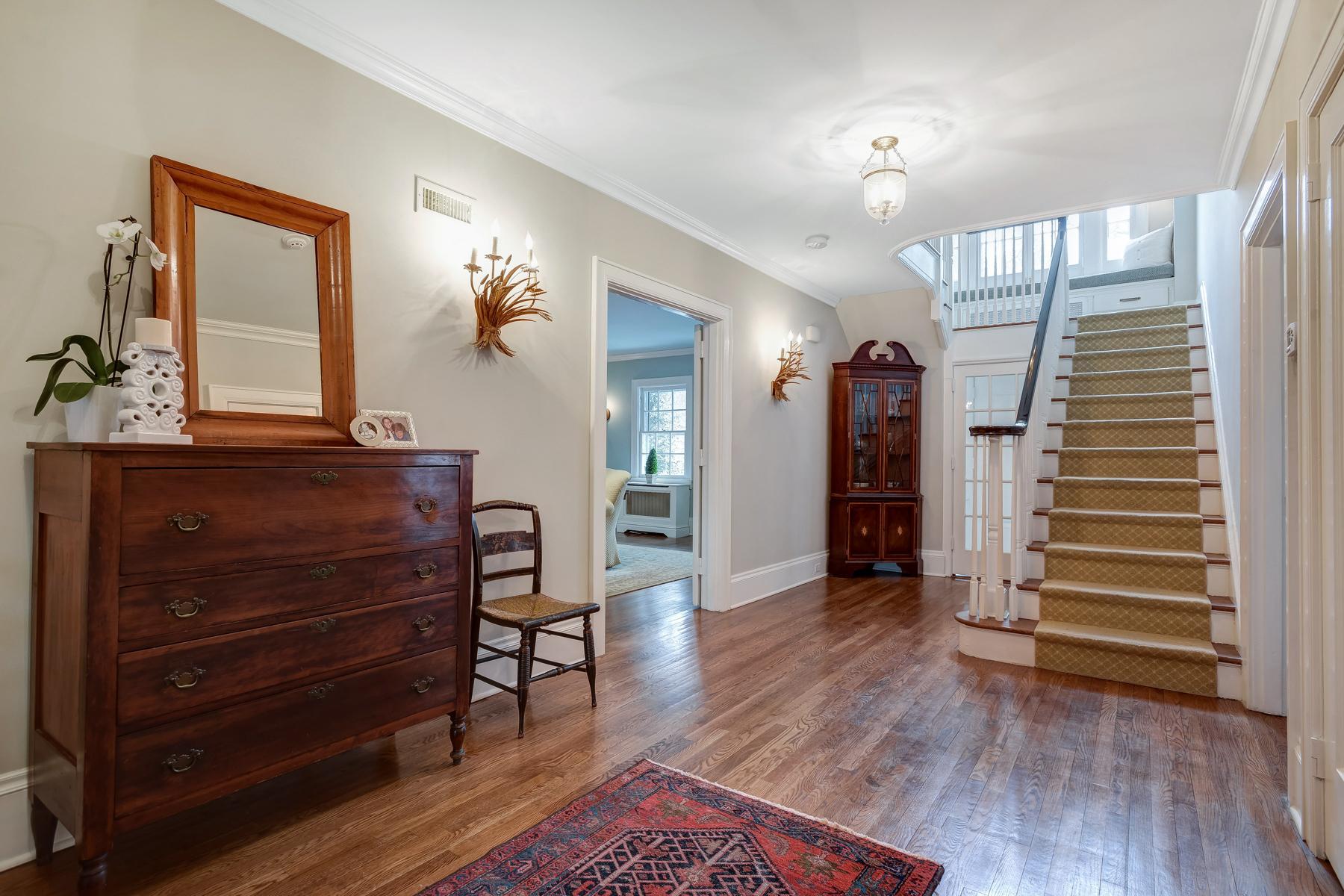 02. Foyer to Stairs – Reshoot – DSC_0224_5_6_7_8