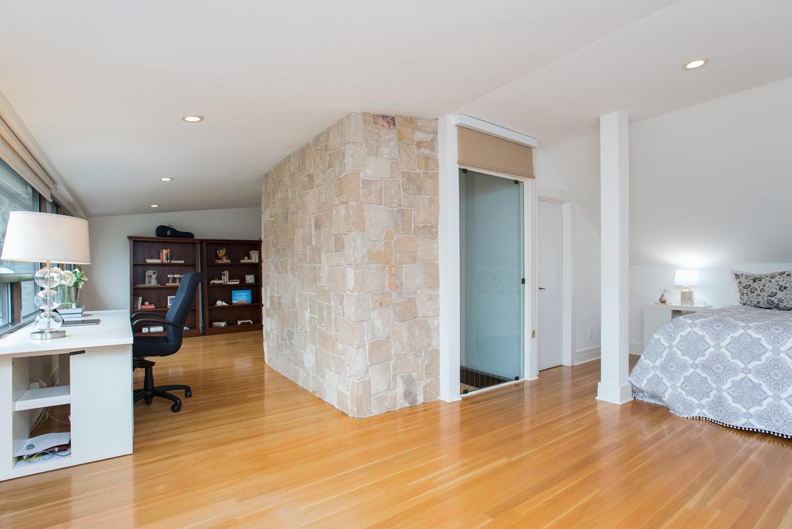 18. Third Floor Suite