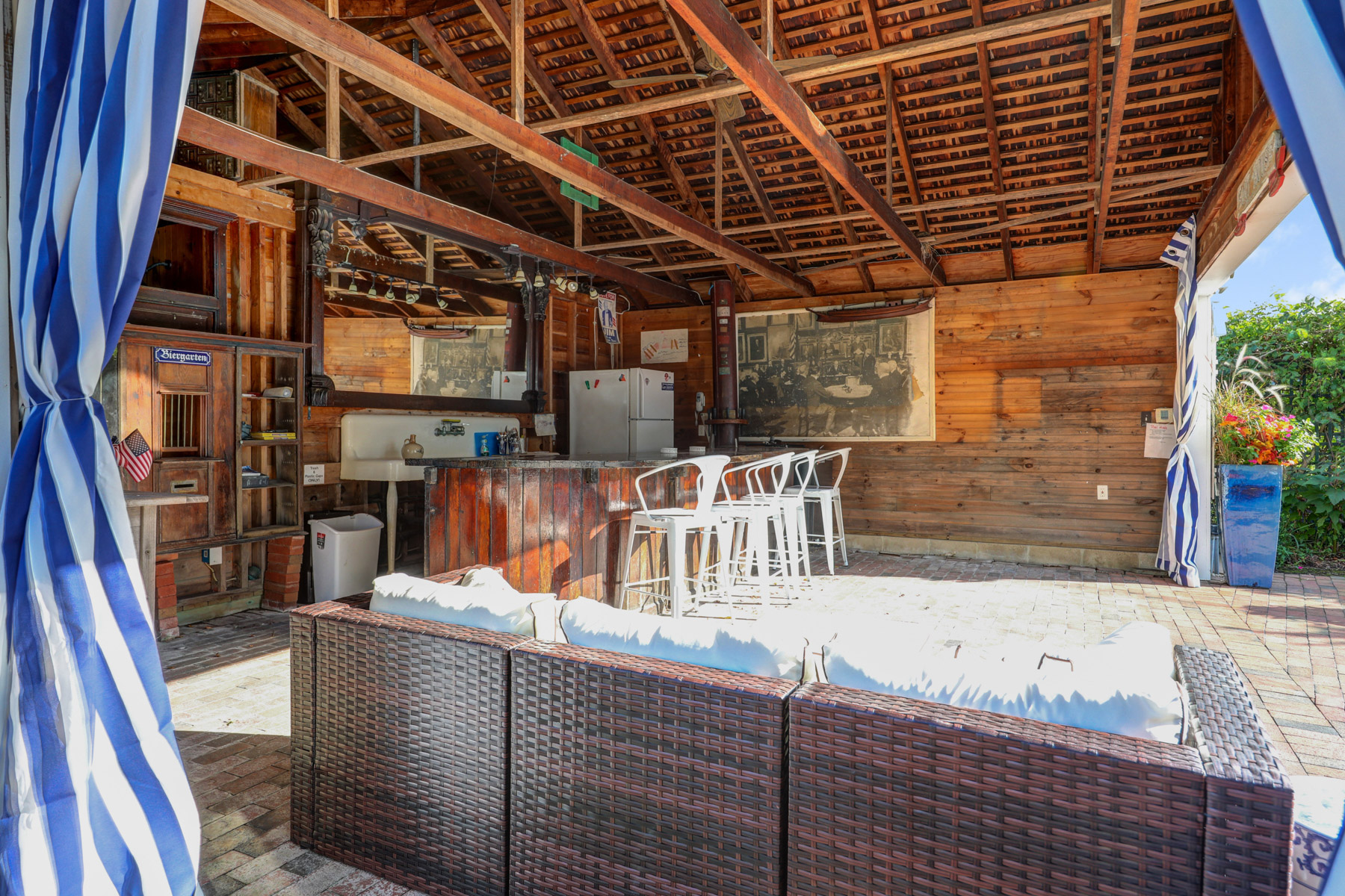 30.b. Pool House Interior – VMD (67 of 73)