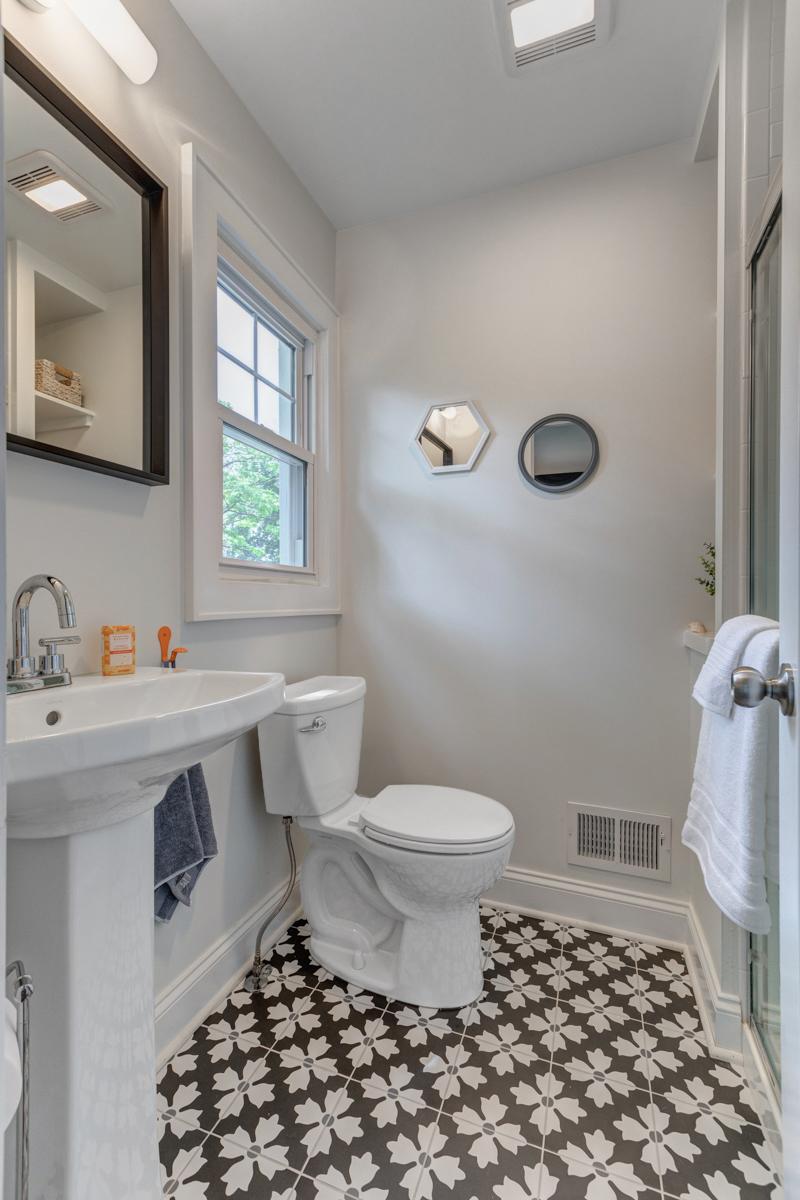 10. Full bath First floor _53A3359_60_61
