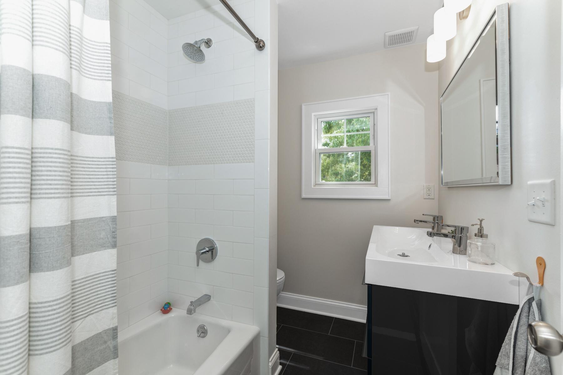 15. Full bath 2nd floor_53A3413_4_5