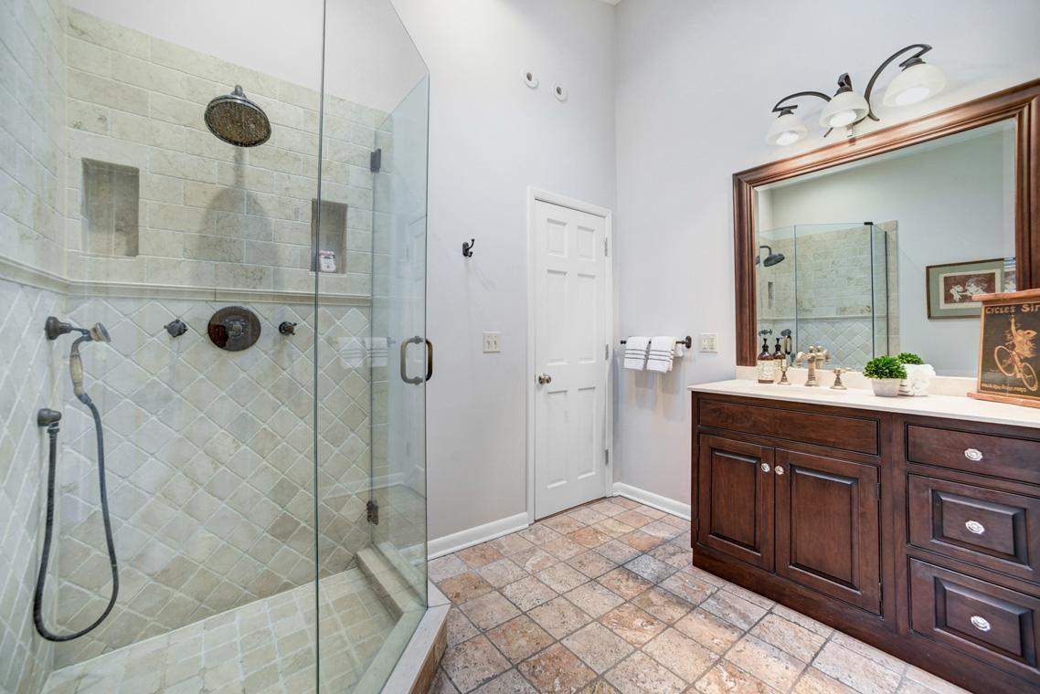 09f. Master Bath – VMD (5 of 25)