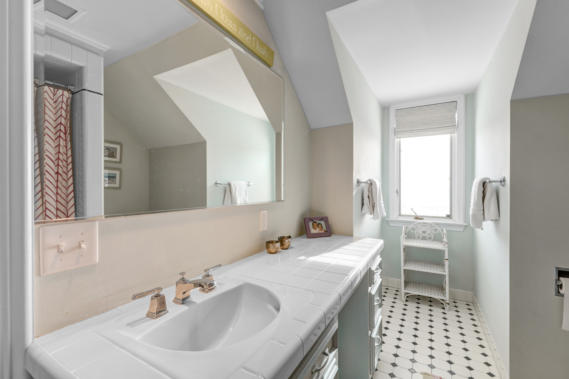16. 2nd floor Bath – VMD (27 of 34)