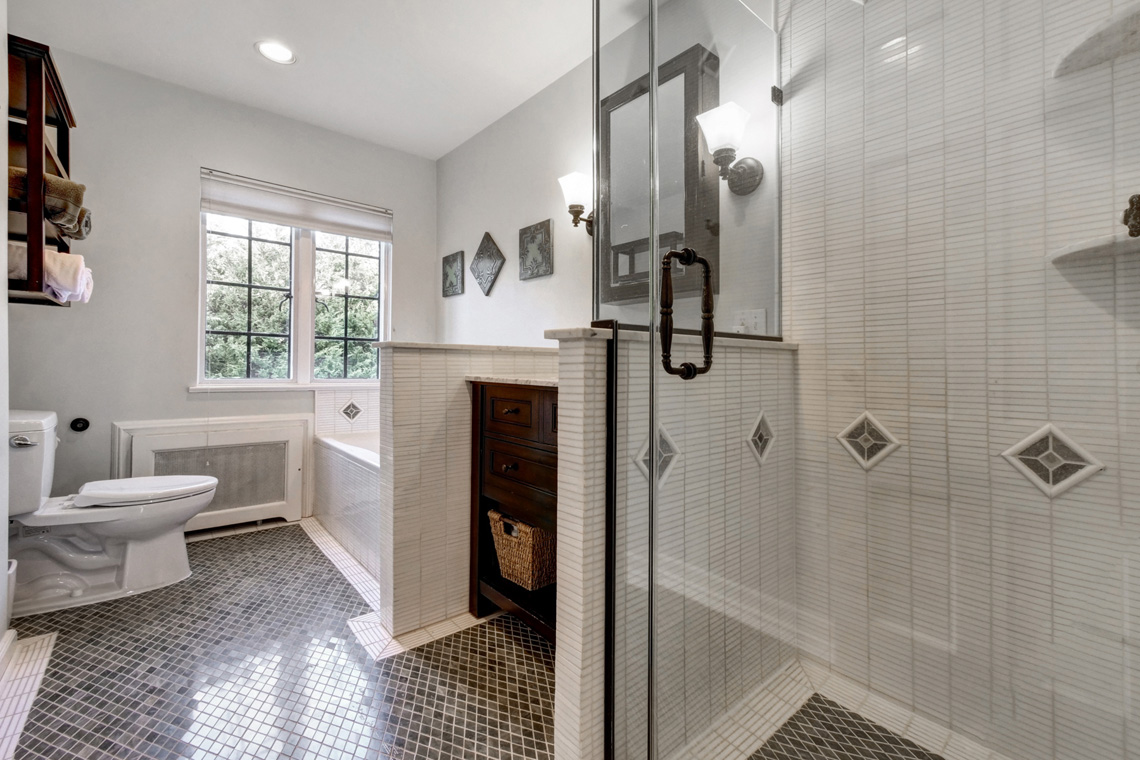 18. Hall Bathroom – VMD (44 of 62)
