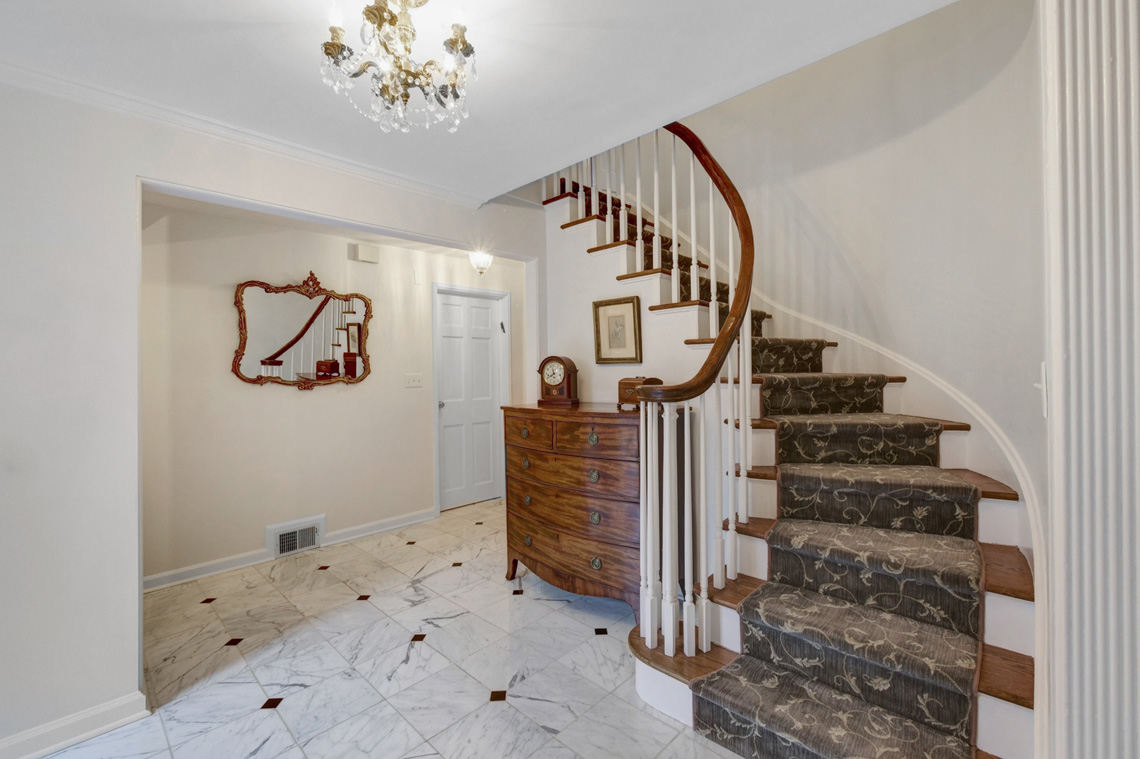 02b. Foyer -Stairs – VMD (6 of 38)
