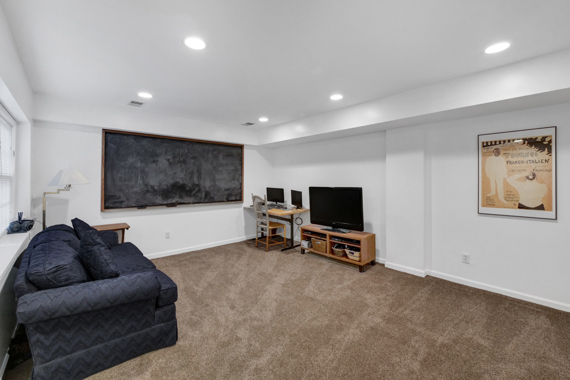16a. Rec Room COUCH – VMD (37 of 38)