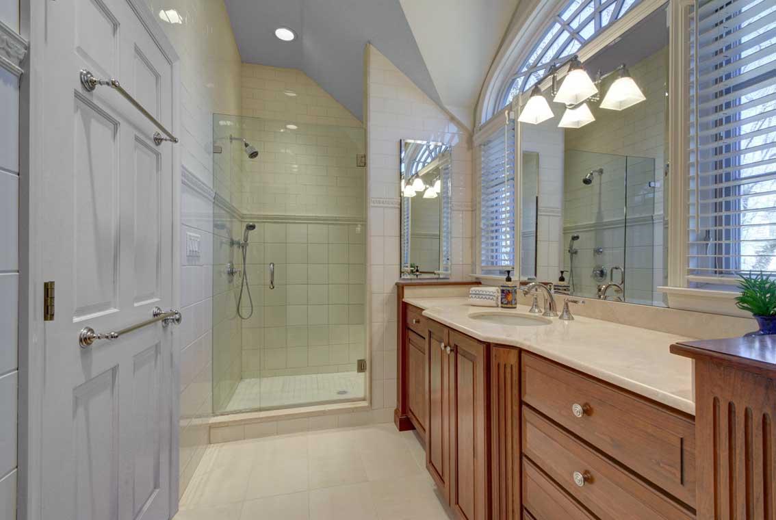 17. Luxury Master Bath VMD (10 of 36)