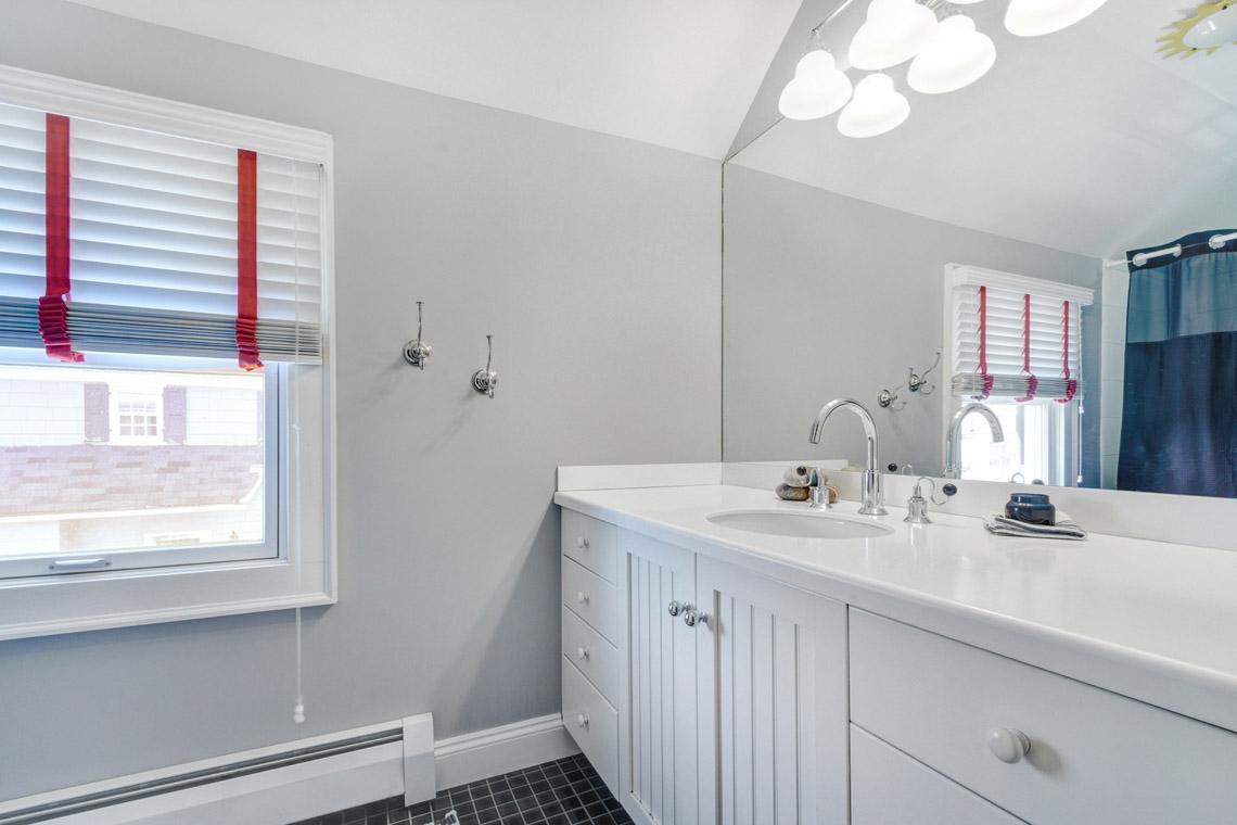 016a. Hall Bath – VMD (15 of 42)