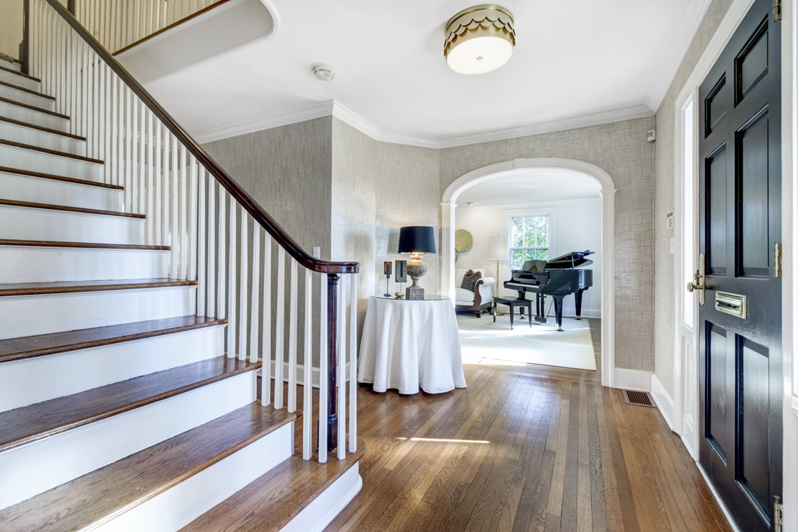 02. Foyer & Stairs – VMD (24 of 44)