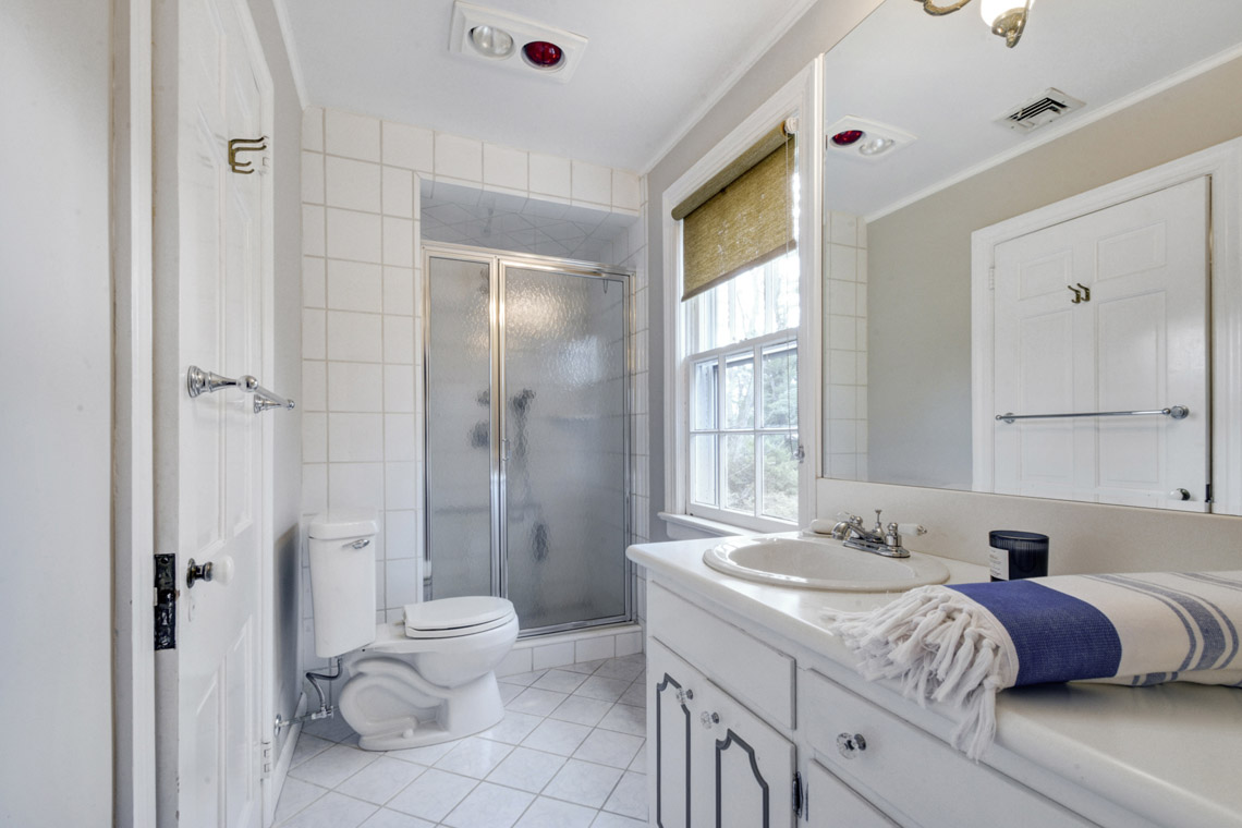 16a. Hall Bath2 – VMD (5 of 44)