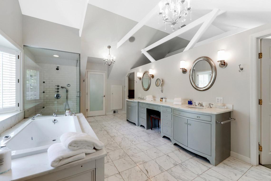 10. Master Bath – VMD_020