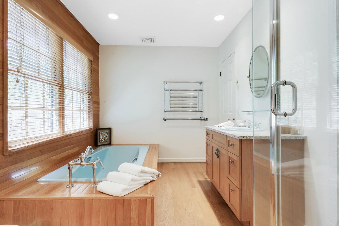 16a. Hall Bathroom – VMD_021