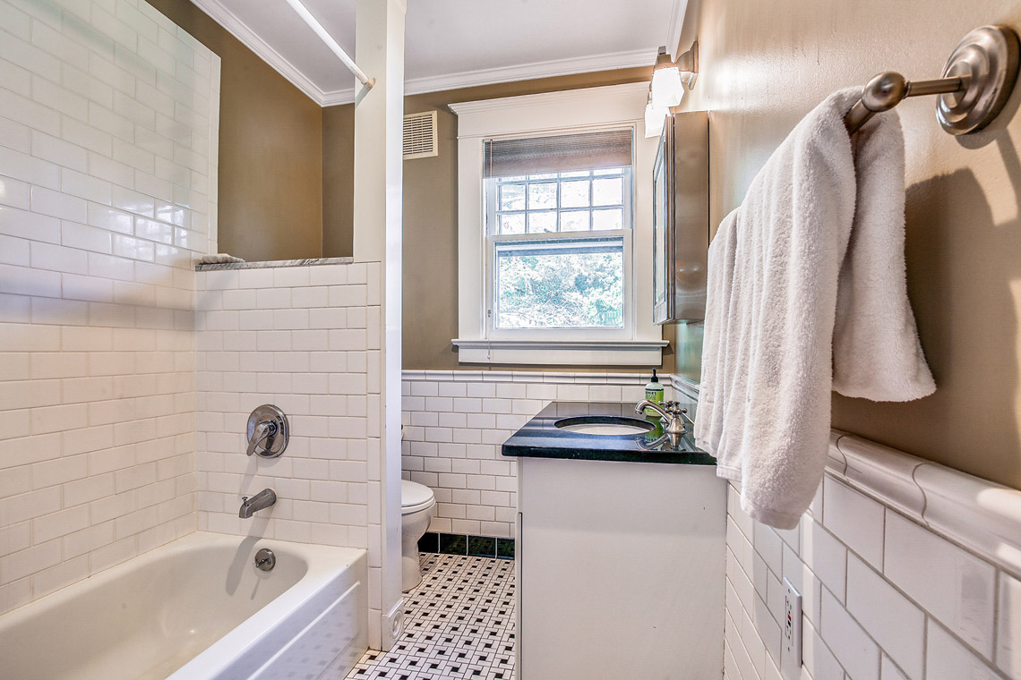 13. Hall Bath – VMD_020
