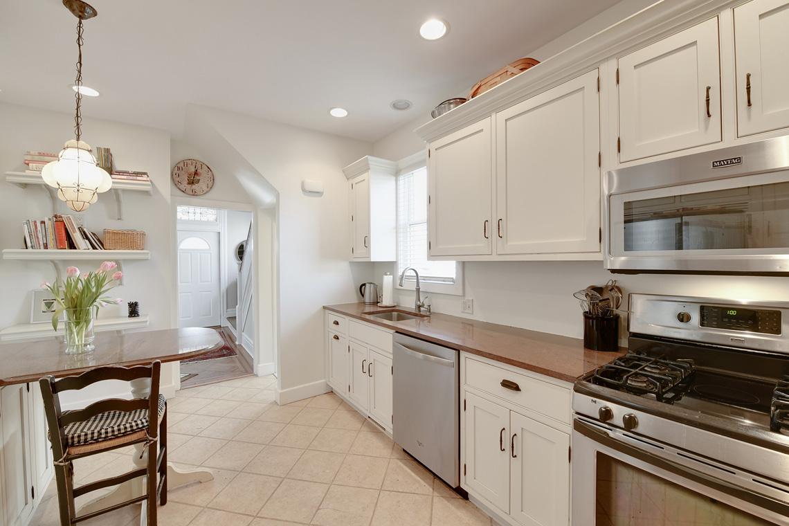 05a. Kitchen to door – VMD_004