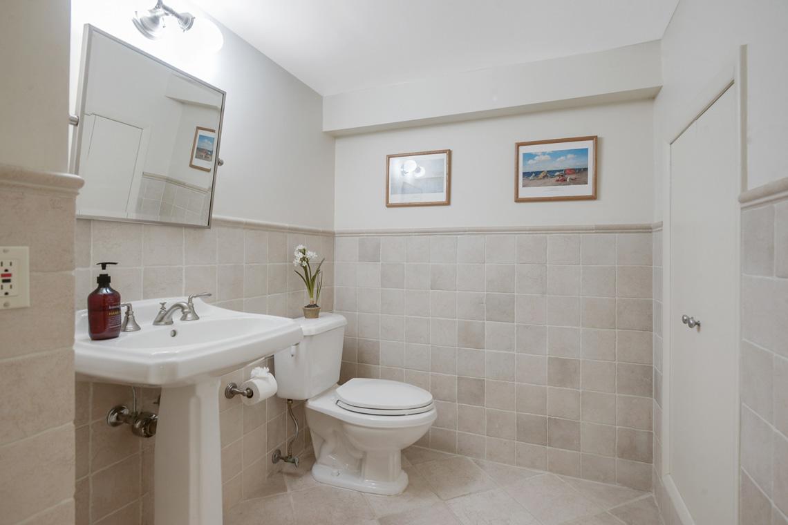 19. Basement Bath VMD_028