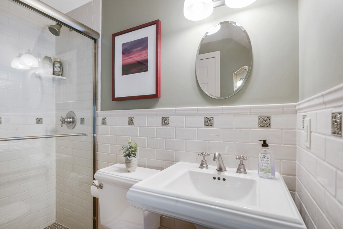 8. Guest Suite Full Bath VMD_009