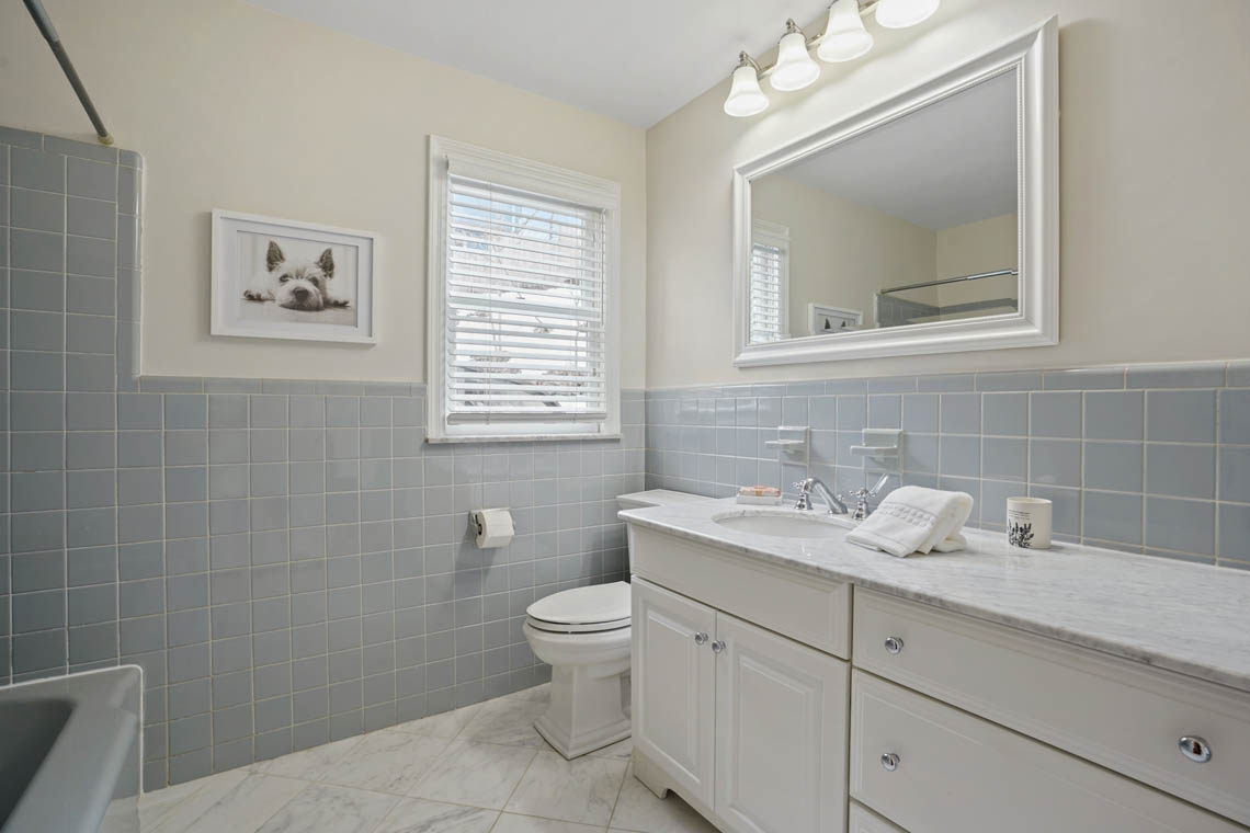 09. Hall Bath – VMD-16