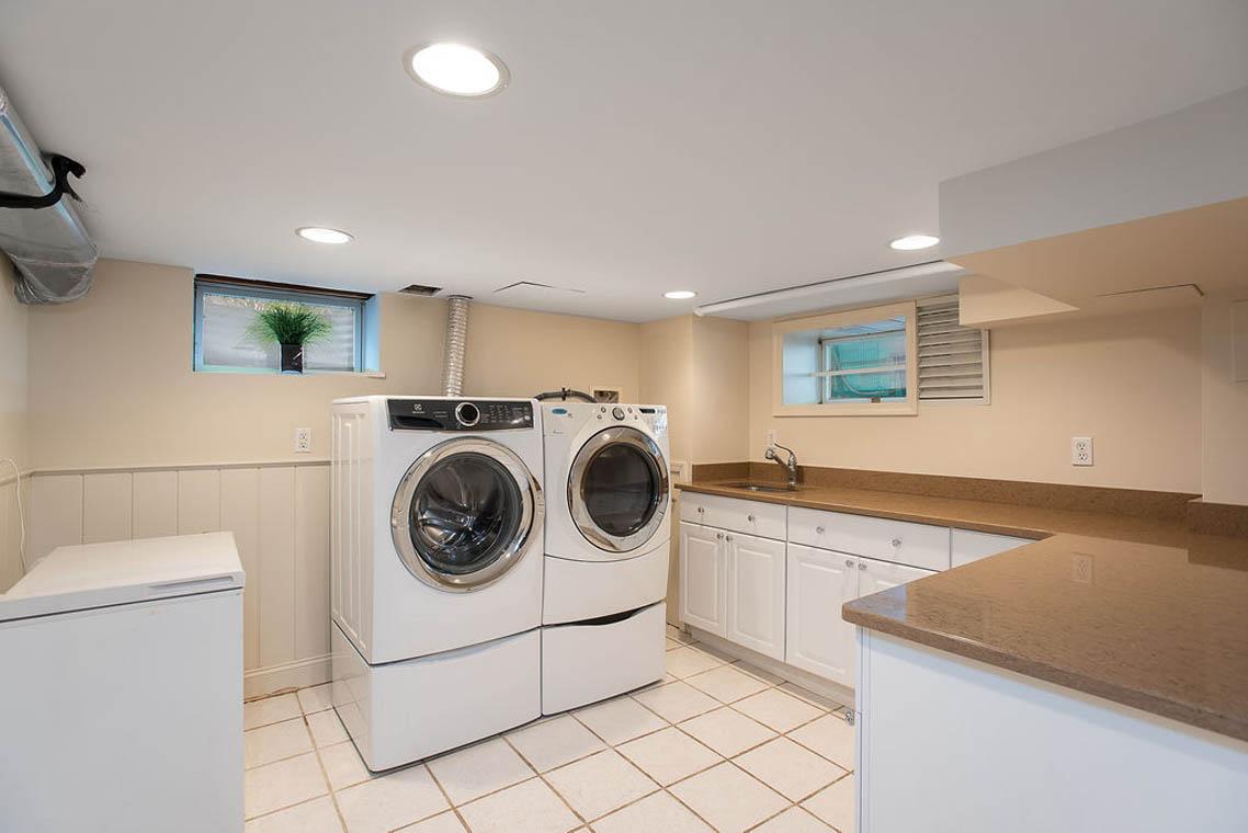 28. Basement – Laundry – DSC_9373-Edit