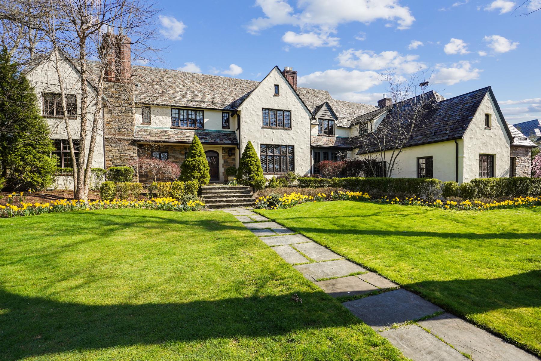 17 Oaklawn Road, Short Hills • $2,995,000