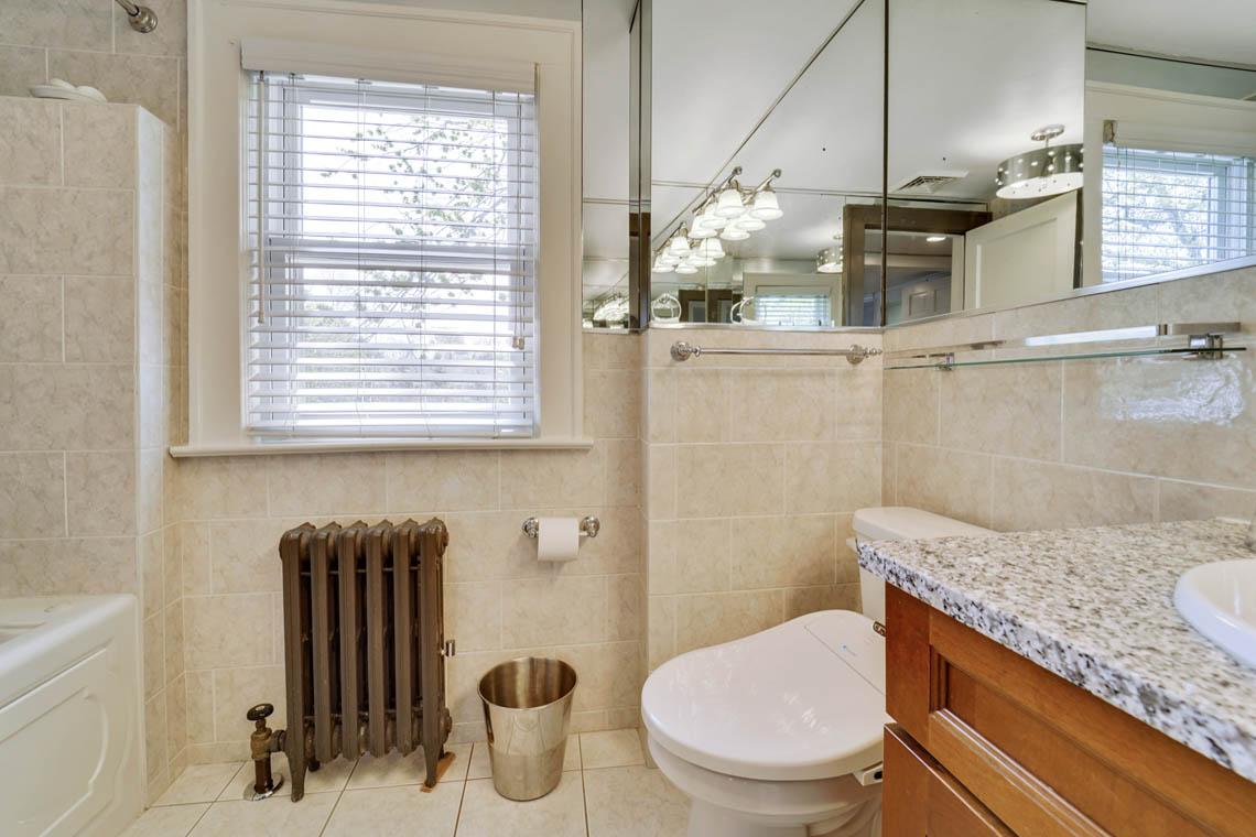13. 2nd floor bath VMD_018