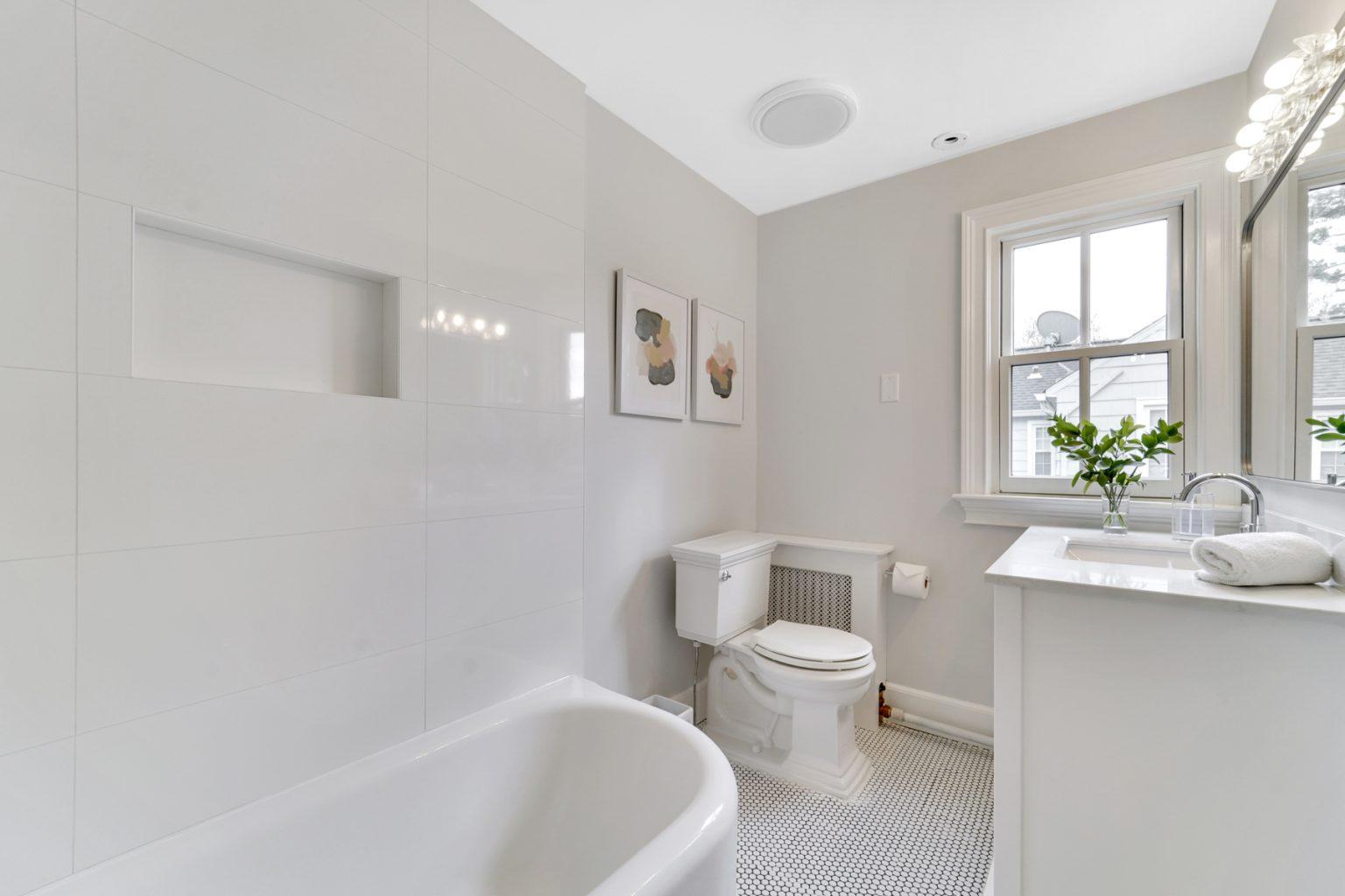 21a. Hall Bath – VMD_010