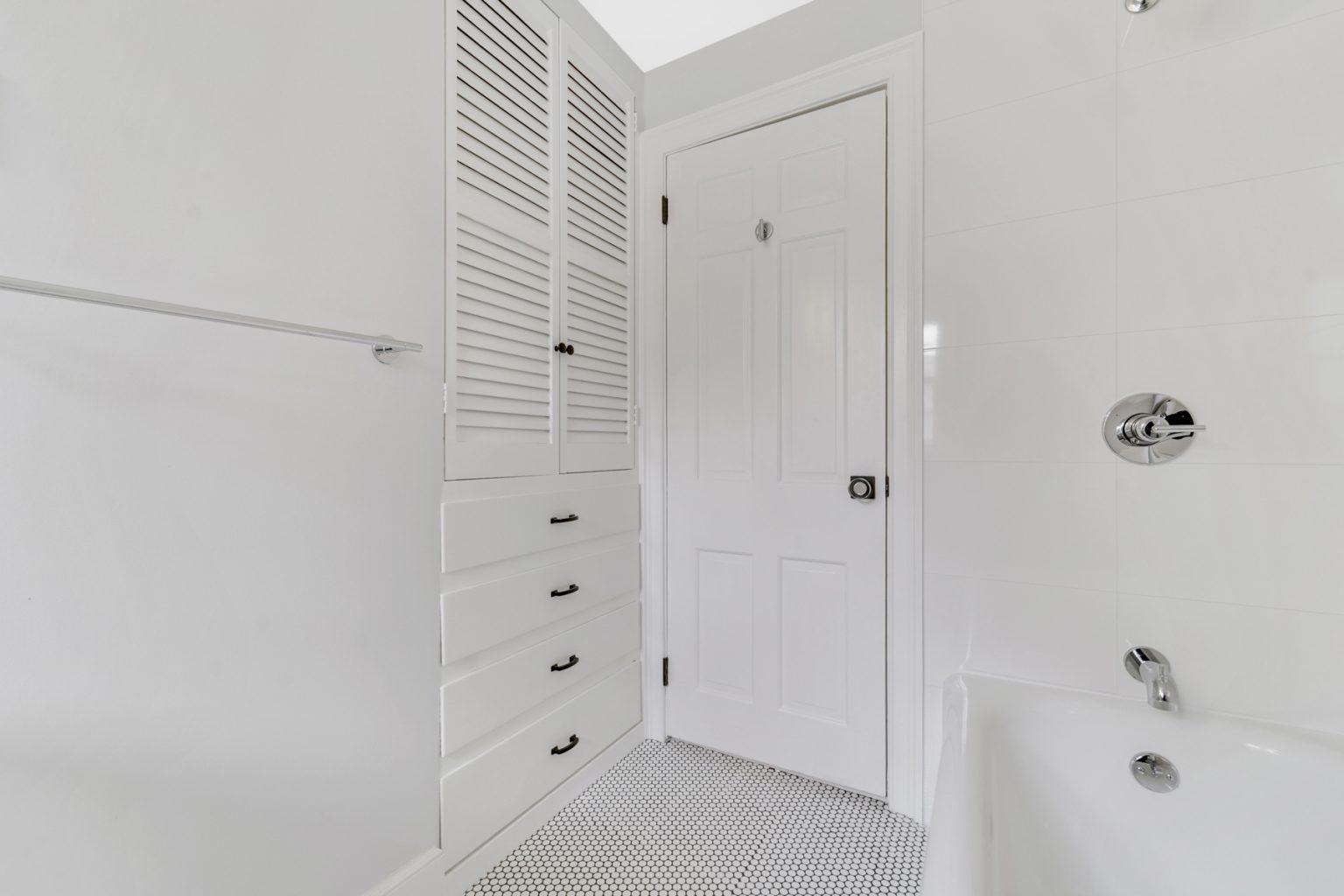 21c. Hall Bath-VMD_009