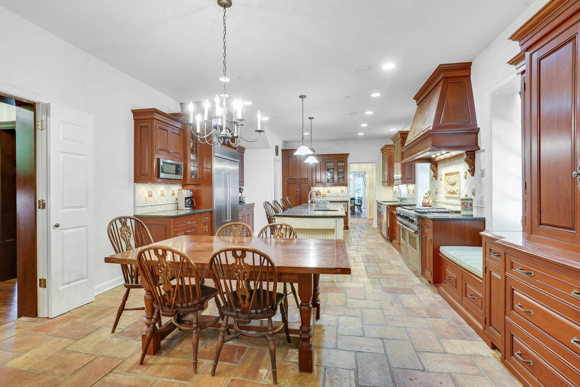 06c. Kitchen Table -VMD_009