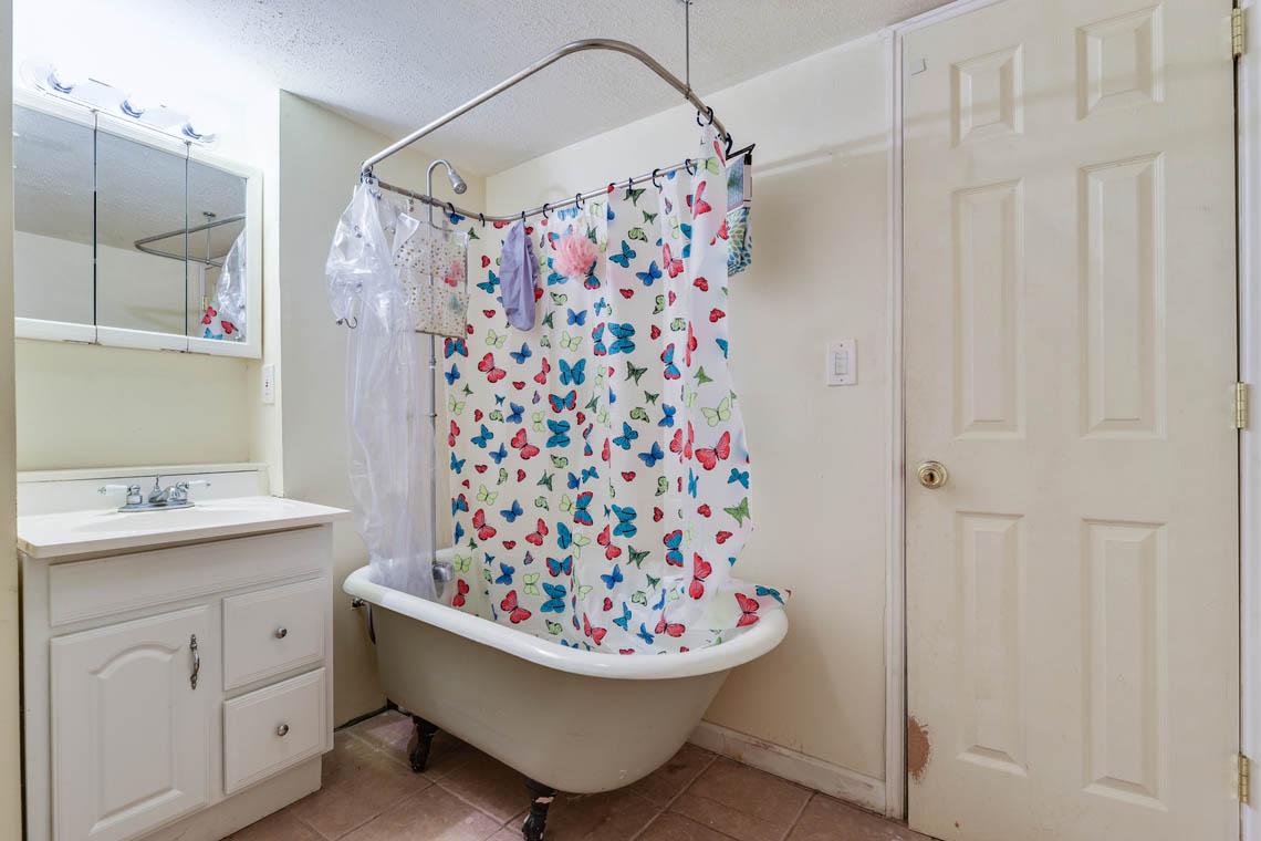 17.. Basement Bath – VMD_027